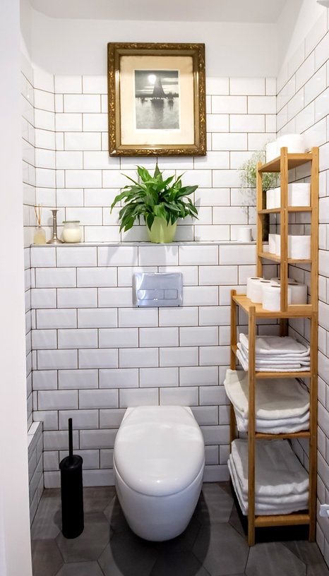 interior design czech prague white restroom powderroom toilet wc wooden accessories antigue frame picture vintage decoration styling scndi nordic