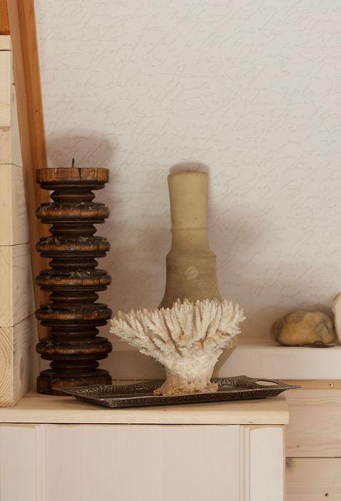 návrhy interiéru RabunaDesign zátiší dekorace korál svícen