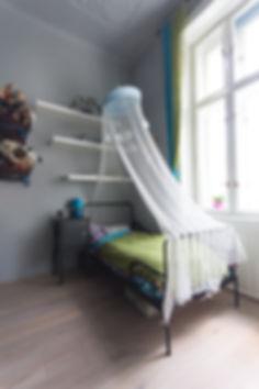 RabunaDesign, dětský pokoj, šedá baldachýn
