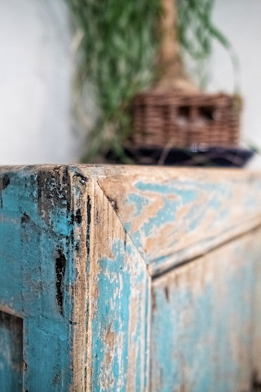 návrhy interiéru patina vintage starožitnost tyrkysová nábytek ložnice skříňka
