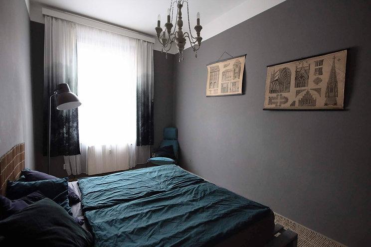 ložnice idekorace vintage plakát návrhy interiéru rabunadesign byt bydlení