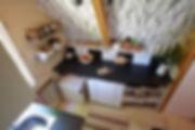 návrhy interiéru RabunaDesign dřevěná chata čerobílá kuchyně rustikální scandi venkov