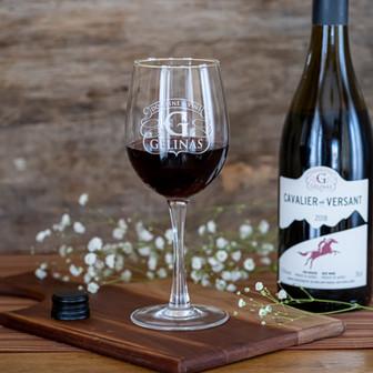 Vin-rouge-domaine-gelinas-coupe-de-vin.j