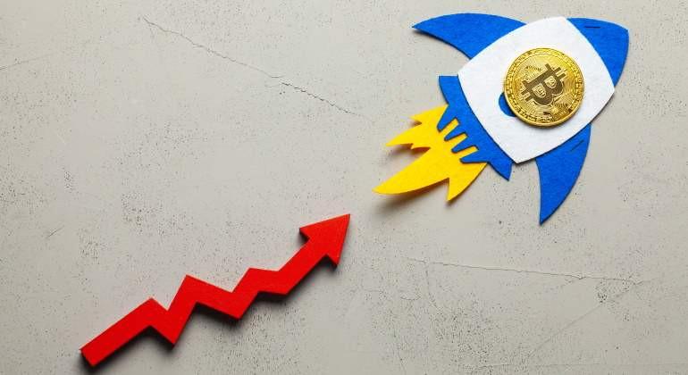 El bitcoin supera los 50,000 dólares por primera vez en cuatro semanas