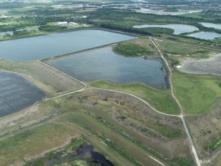 """Autoridades de Florida trabajan para evitar una """"catastrófica inundación"""" por aguas negras"""