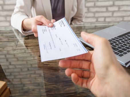 EU comienza a enviar los cheques del plan de rescate por Covid-19