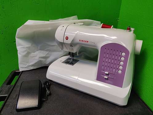 Singer Curvy 8763 Sewing Machine With Pedal and Cover