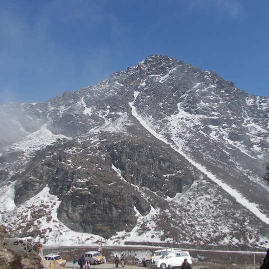 gangtok-mountain-2580080_1920.jpg
