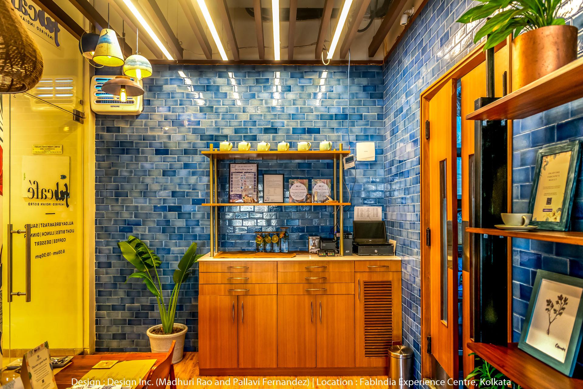 small restaurant interior design photos.