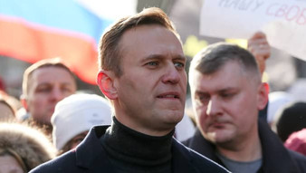 Navalny returns to Moscow, and Putin s-h-i-v-e-r-s.