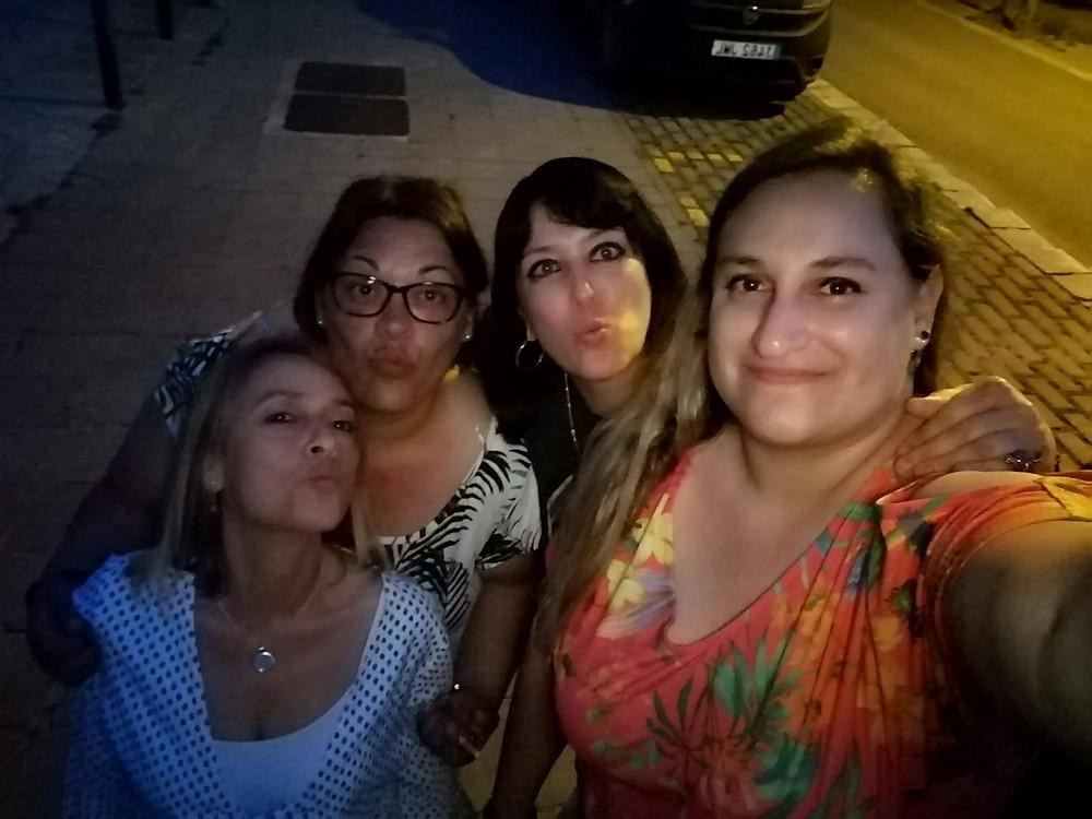 Fin de fiesta apoteósico junto a grandes guerreras Maxwell. Esther, Olga, Úna y Lucía. Corazones hermosos que están en el mío. ✨✨✨💖💖💖