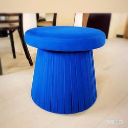 Pouf bleu à lanières