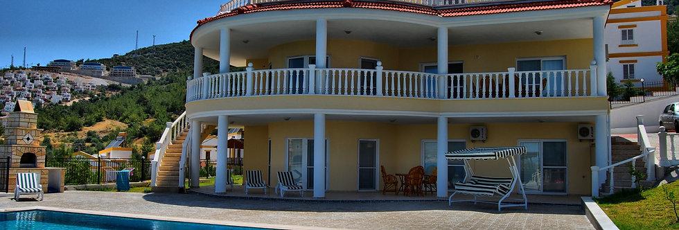 Satılık Didim Akbük'te Havuzlu Villa