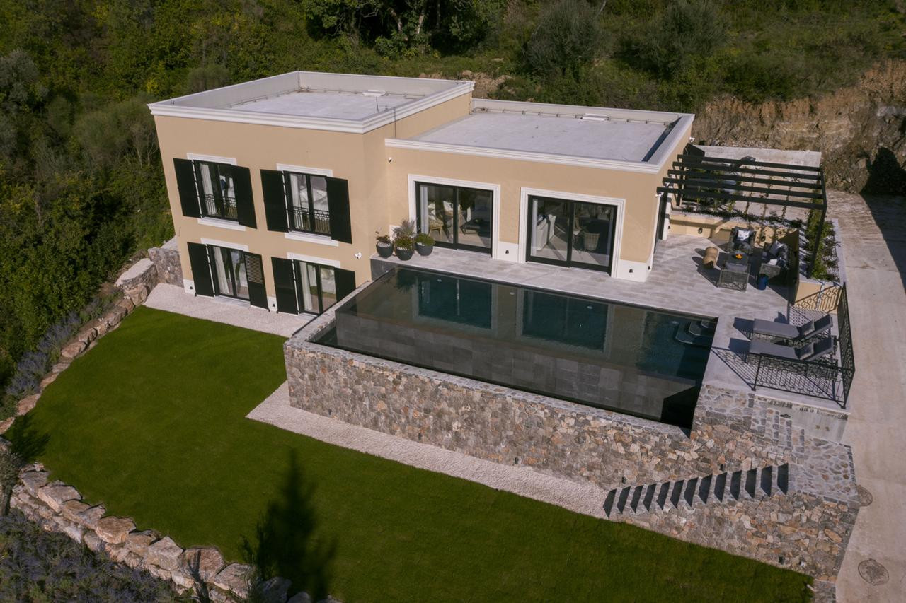 20 - Drone house and garden.jpg