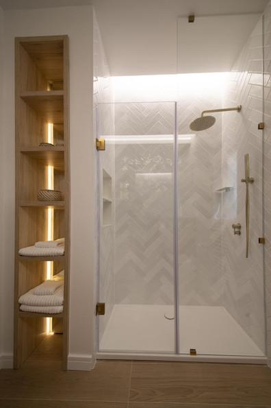 13 - Bathroom.jpg