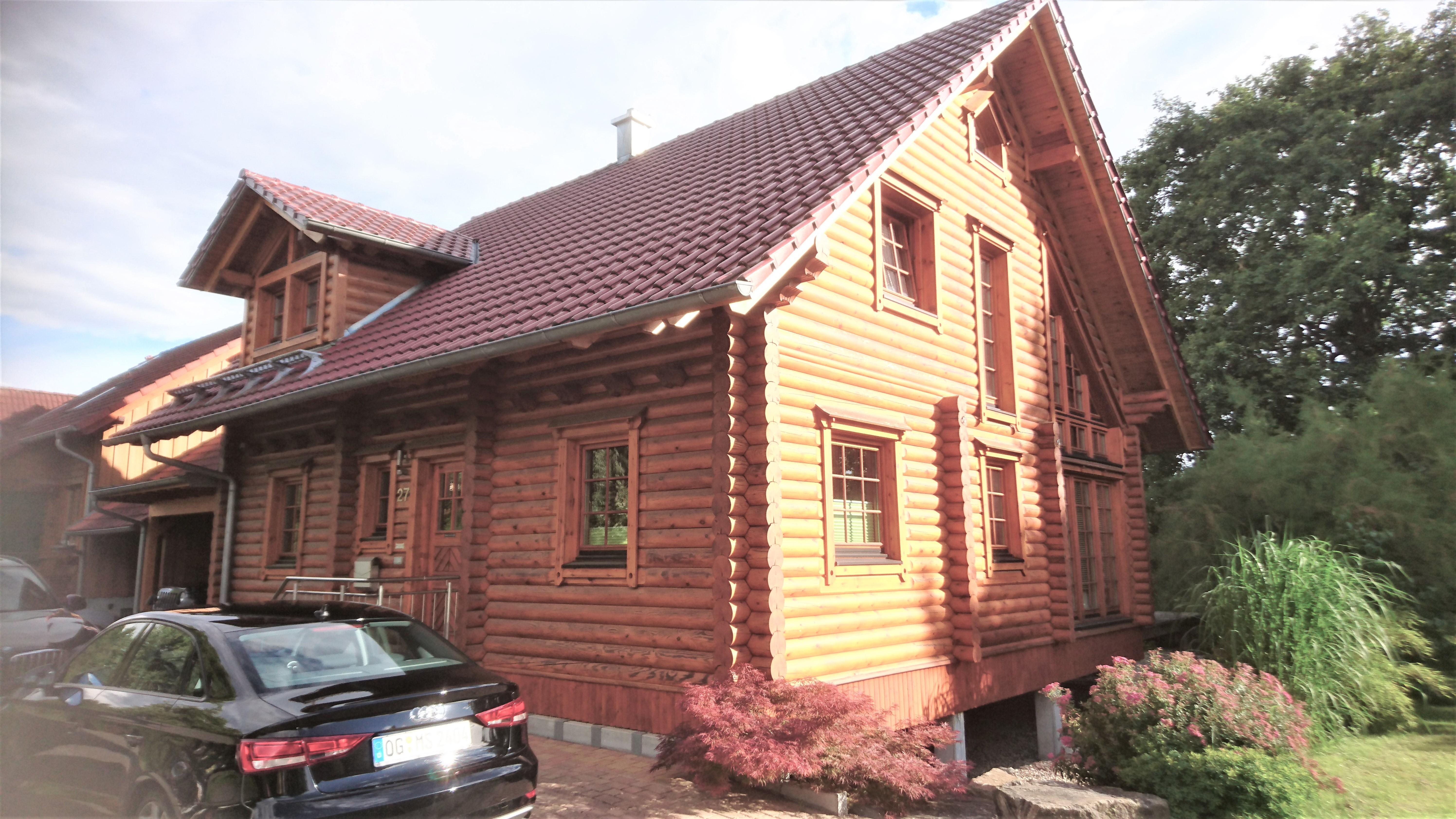Blockhaus wird mit Trockeneis abgestrahlt