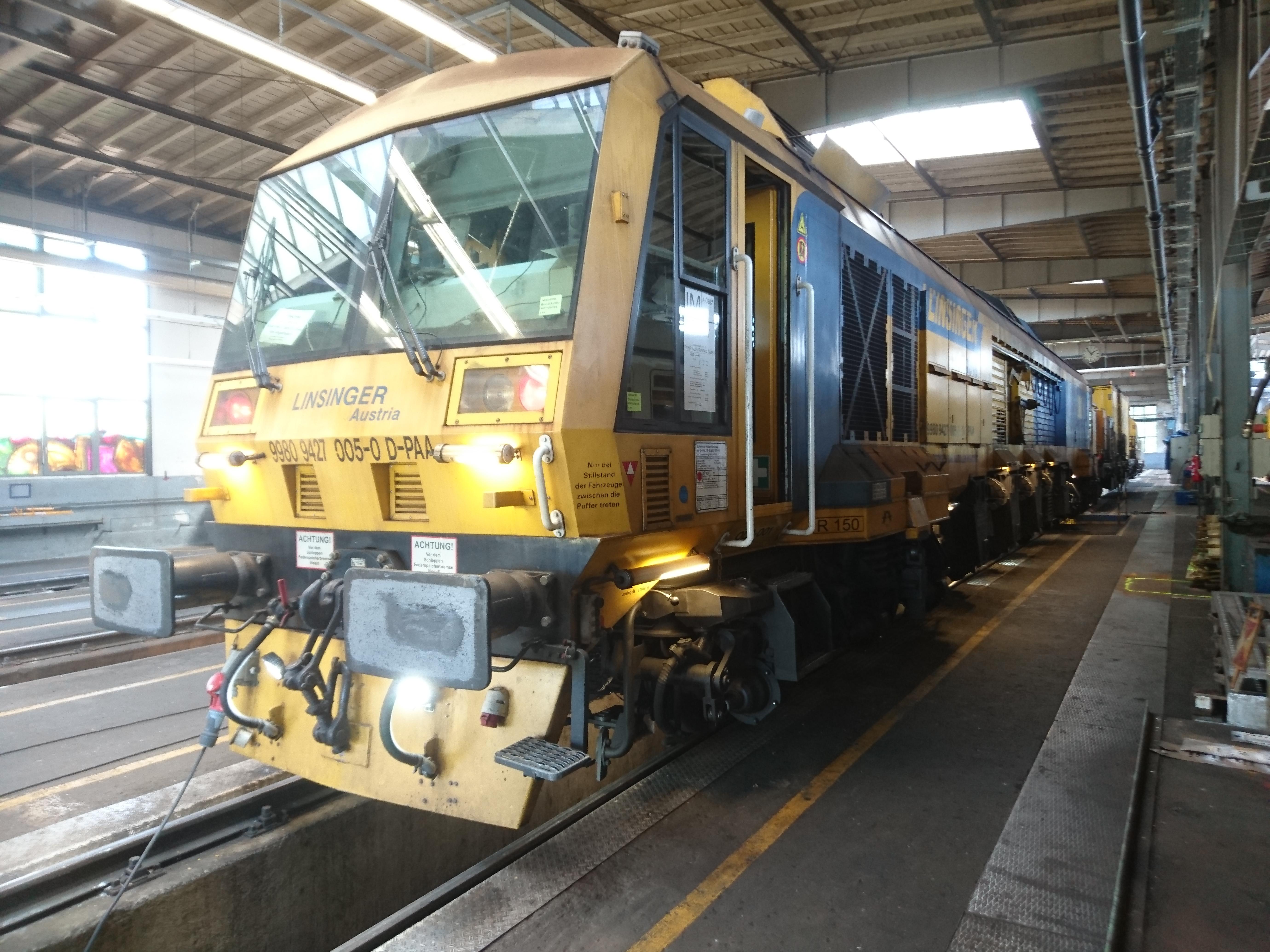 Gleisbauzug gereinigt