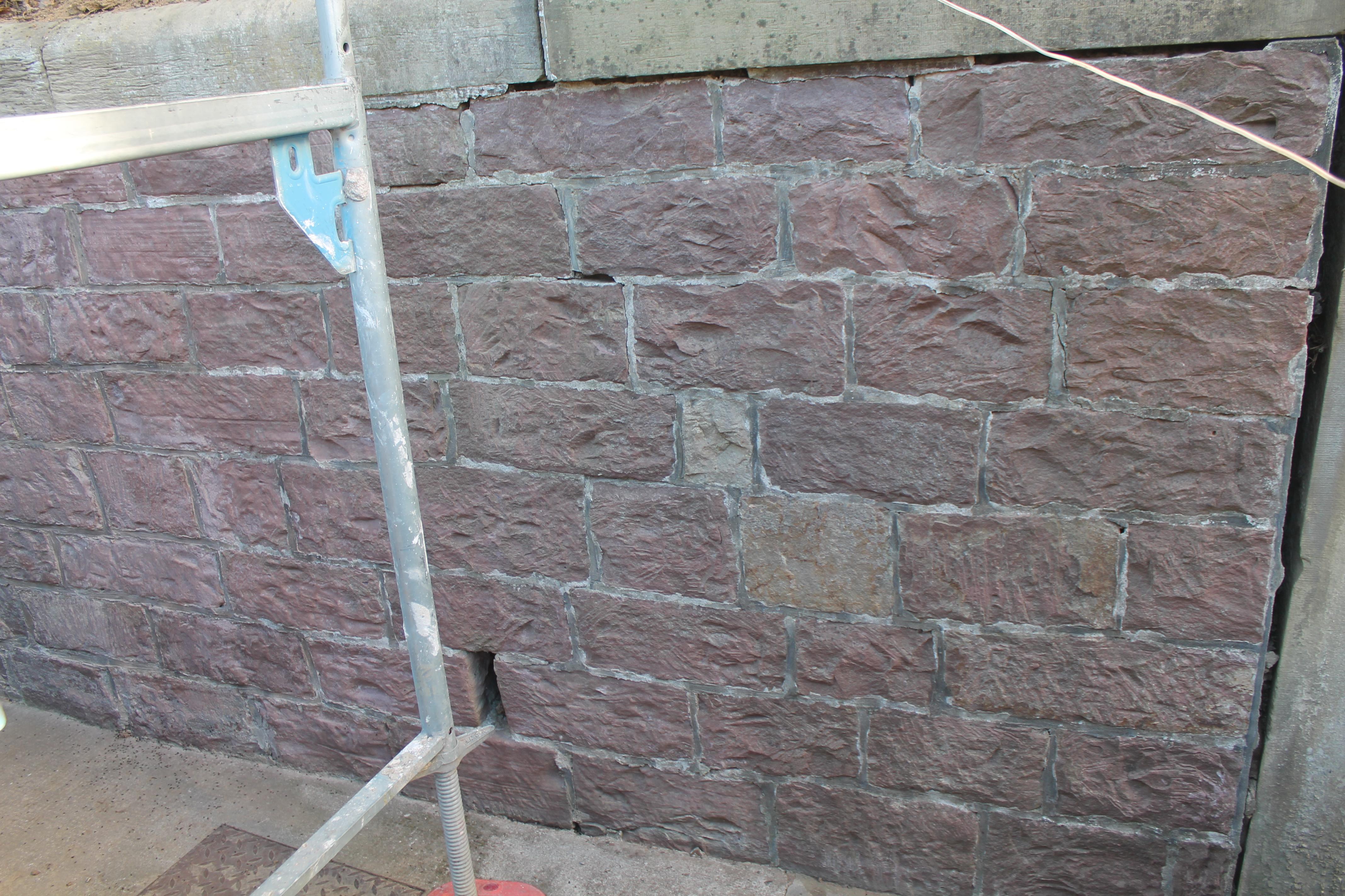 Gereinigte Steinmauer.