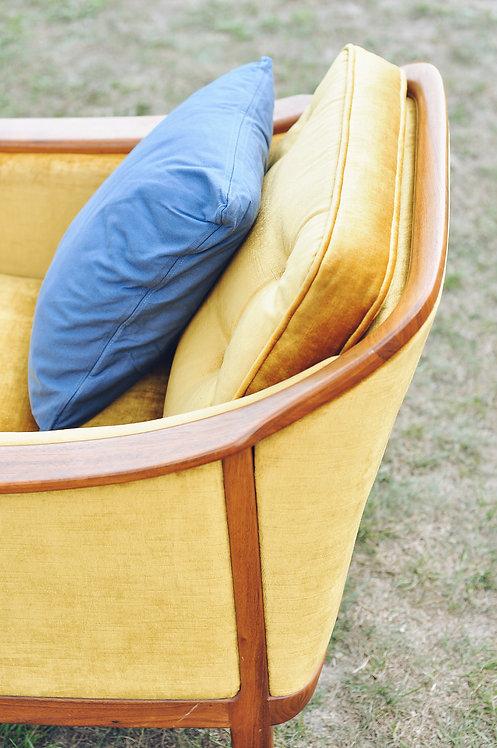 Fotel welurowy złoty