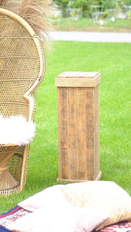 Drewniane postumenty
