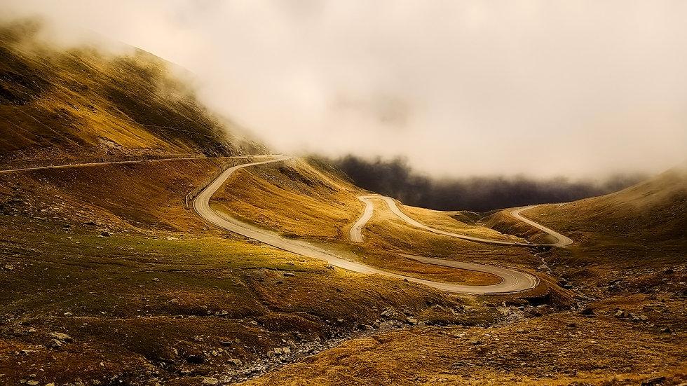 winding-road-2549472_1920.jpg