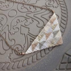 三角モザイクのネックレス