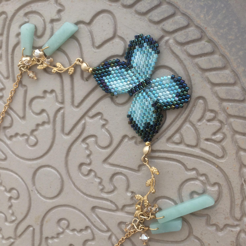 蝶々とジェイドのネックレス