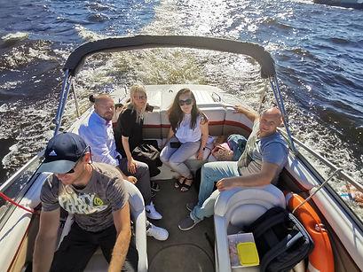 Paseo en barco por el río y los canales en San Petersburgo