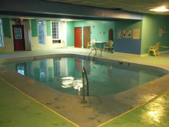 Knights Inn pool.jpg
