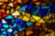 Buntes Kirchenglas für Farblichttherapie