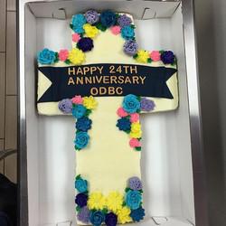 Cross cupcake cake! #goldiesgoodiesbakery #tampa #tampabay #bakery #custom #cake #cupcakes #cross #f