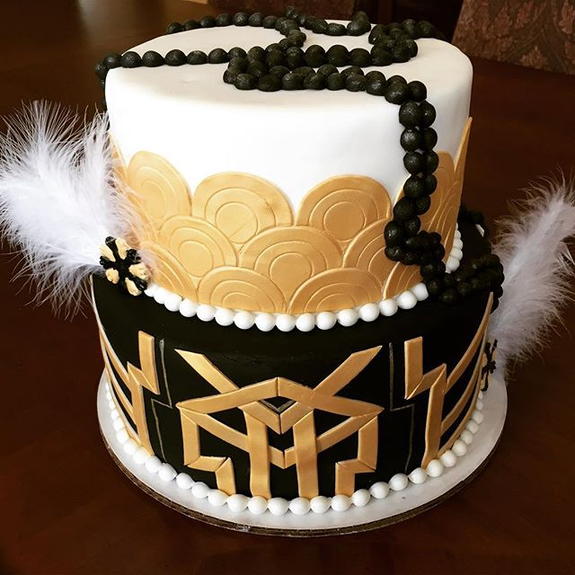 This masterpiece! Isn't it stunning_! #greatgatsby #gatsbytheme #birthday #cake #tampa #goldiesgoodi