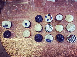 Sweet navy and silver nautical themed cupcakes 🐚⚓️ #goldiesgoodiesbakery #nautical #cupcakes #custo