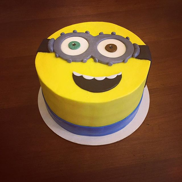 Bob the minion cake! #goldiesgoodiesbakery #tampa #bakery #custom #birthday #cake #minion #despicabl