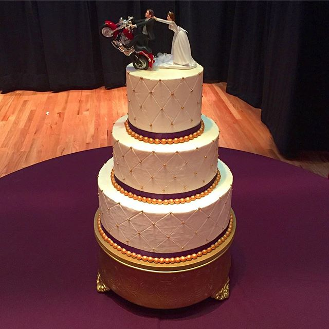 Not so fast! 🏍😂🍰 #goldiesgoodiesbakery #eggplantandgold #weddingcake #goldpearls #cakesofinstagra
