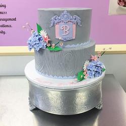 Custom sweet 16 🌸#goldiesgoodiesbakery #cakesofinstagram #buttercream #sweet16 #woodgrain #sugarflo