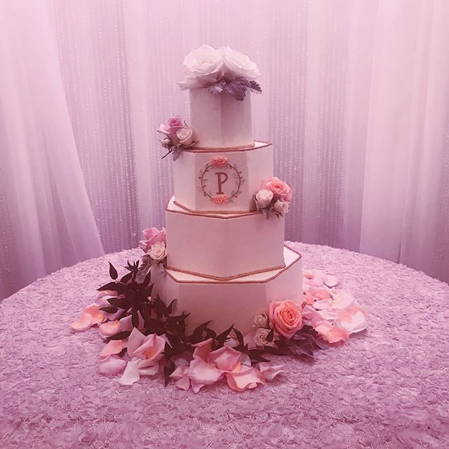 _Show Stopper__4 tier buttercream hexago