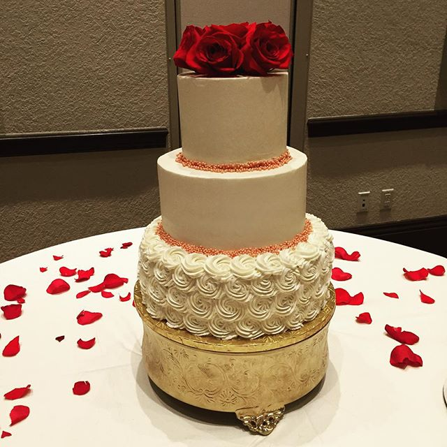 #goldiesgoodiesbakery #tampa #wedding #cake