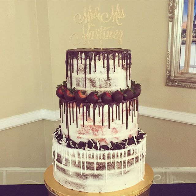 What better than a neapolitan wedding cake! 👍🏻🎂🍓🍪 #neapolitancake #goldiesgoodiesbakery #weddin