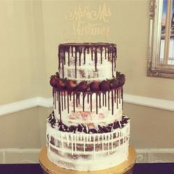 What better than a neapolitan wedding cake! 👍🏻🎂🍓🍪 #neapolitancake #goldiesgoodiesbakery #weddin