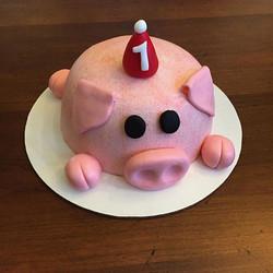Little piggy smash cake! #goldiesgoodiesbakery #Tampa #custom #first #birthday #smash #cake #smashca