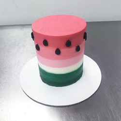 How sweet is this adorable watermelon smash cake _! 😭🍉 ._._._.._._._._._