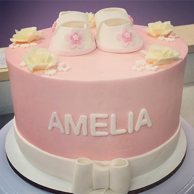 Baby shower cake! #goldiesgoodiesbakery #tampa #bakery #custom #cake #babyshower #girl #buttercream