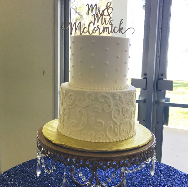 Sweet two tier wedding cake with navy and gold color palette_._._._._._._._._