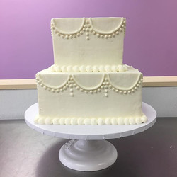 Sweet square cake awaiting it's fresh roses 🌹 #goldiesgoodiesbakery #vowrenewal #square #twotier #b