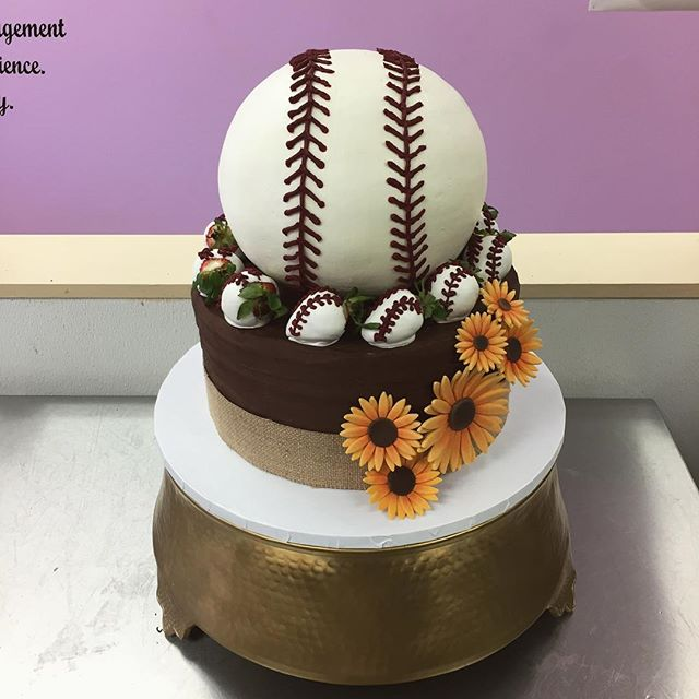 Loving this awesome bride & groom mashup! #goldiesgoodiesbakery #baseball #sunflowers #cake #bridean