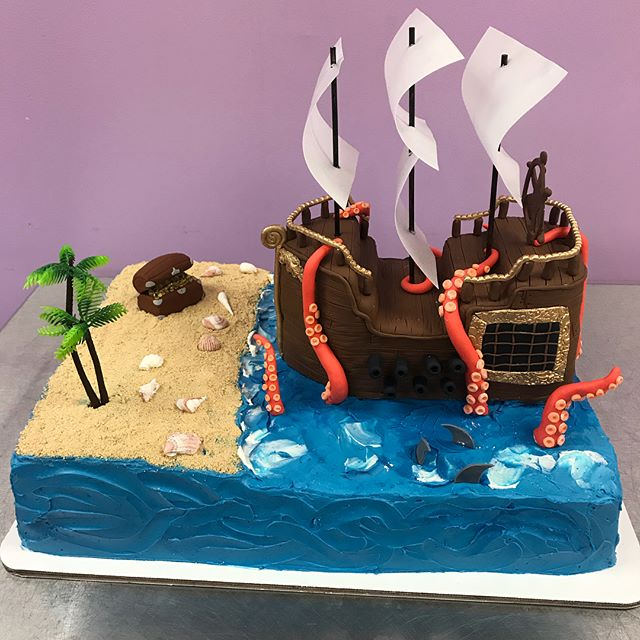 How awesome is this pirate ship cake!_ S