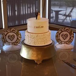 50 years and they still do 💕 #goldiesgoodiesbakery #50thanniversary #cake #istilldo #cakesofinstagr