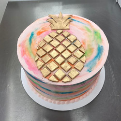 Did you know that pineapples represent hospitality_ #goldiesgoodiesbakery #pineapple #cake #customca