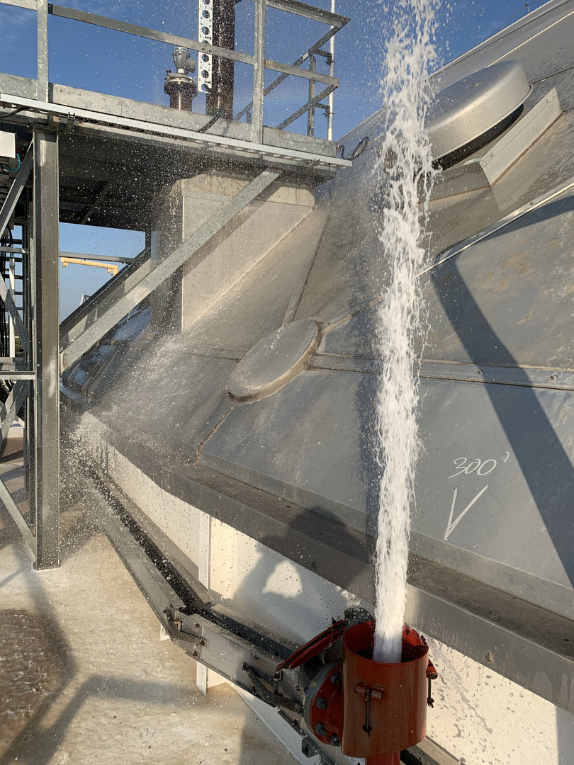 Flushing tank foam system